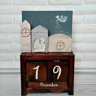 Настольный вечный календарь с домиками и феей