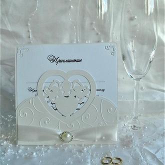 Свадебное приглашение жемчужного оттенка.