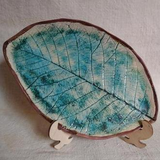 тарілка керамічна у формі листка