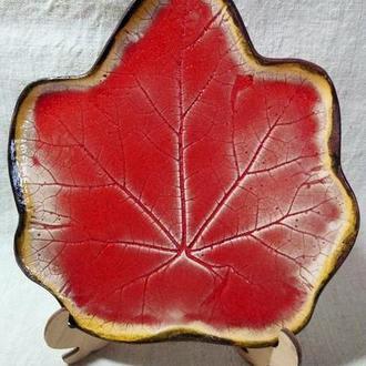 тарелка керамическая в форме листа