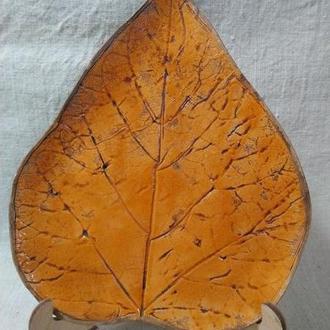 тарелка в форме листа