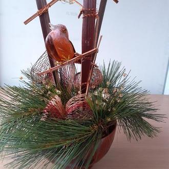 Настольная композиция в деревянной плошле