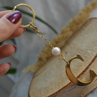 Брелок, подвеска с жемчужиной ′Буква C′
