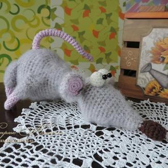 Крыска ручная вязаная игрушка