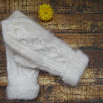 пушистые белые теплые зимние варежки  мохер ангора