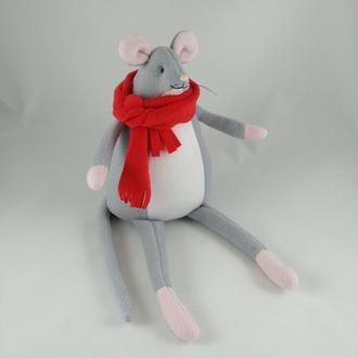 Мышка в красном шарфе