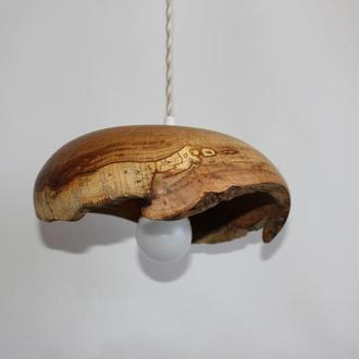 Люстра из дерева в кухню