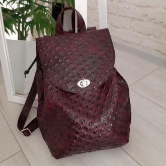 Женский кожаный рюкзак. Цвет бордовый.