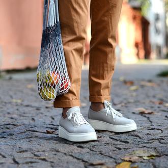 Авоська в'язана гачком біло-сіра