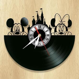 """Виниловые настенные часы """"Mickey & Minnie"""" - классный подарок для себя и своих близких."""