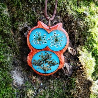 Деревянная сова с настоящими цветами внутри