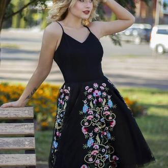 Платье вышитая
