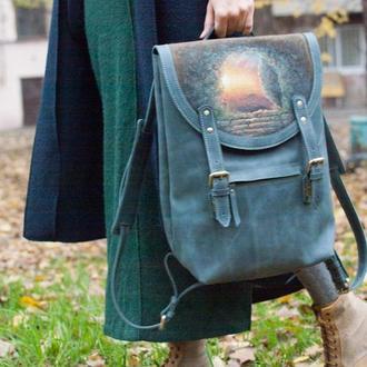 Большой голубой кожаный рюкзак с рисунком