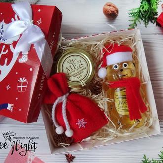 Новогодний набор с мишкой и медом, орешками и аромасаше