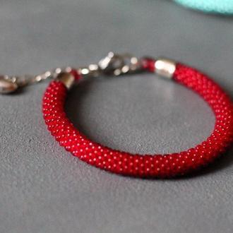 Красный браслет из бисера, подарок на новый год коллегам на корпоратив