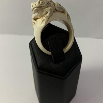"""Кольцо из бивня мамонта """"Лягушка"""""""