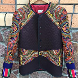 Курточка-вітровка в єтностилі.