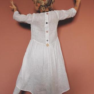 Белое льняное платье с пуговками на спине. Большая палитра льна