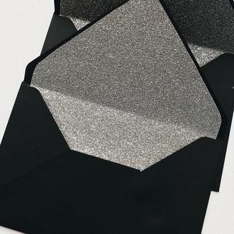 Чорний конверт з глітерним вкладишем (срібло)