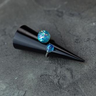 Двойное кольцо из эпоксидной смолы с синими голографическими шариками