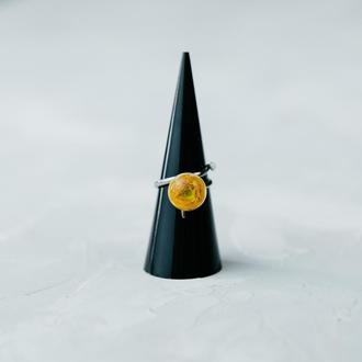 Кольцо спираль с настоящим лютиком