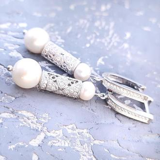 Стильні сережки з натуральними перлами та вставками з цирконами серьги с жемчугом подарок новый год