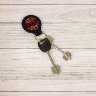 Кожаный брелок для ключей. Брелок для ключей из натуральной кожи.  Украинский сувенир