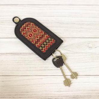 Кожаная ключница для автомобильных ключей. Карманная ключница из кожи. Украинский сувенир.
