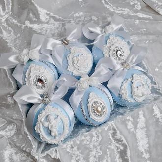 Набор из шести голубых новогодних шаров с кружевом