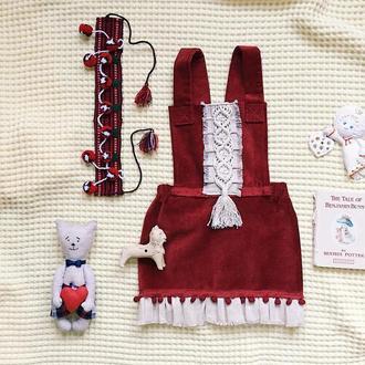 Красный вельветовый сарафан для девочки с макраме ручной работы. Возможны разные цвета.
