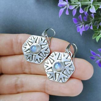 Серебряные серьги Снежинки с лунным камнем. Оригинальный подарок девушке