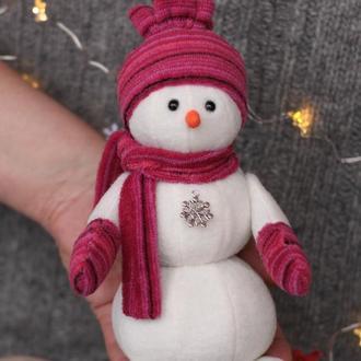 Очаровательный снеговик из флиса 20 см в красной шапке Подарок на Новый год Мягкая игрушка под елку