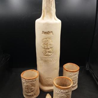 Керамическая бутылка и 3 рюмки