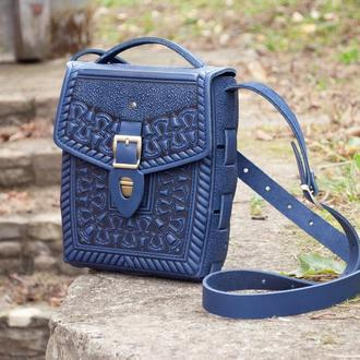 Сумка или рюкзак синяя с орнаментом тиснение с ручкой