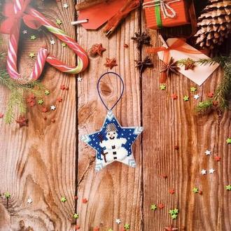 Новогодние игрушки Звезда Снеговик из бисера