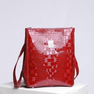 Кожаная сумка-рюкзак «крокодил»