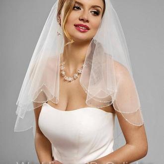 Свадебная фата украшена стразами, пайетками, бисером. Вышита леской -ручная работа. На гребне