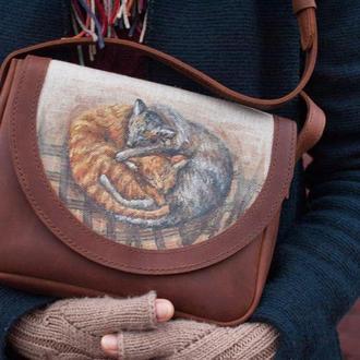 Кожаная рыжая коричневая сумка через плечо коты с росписью