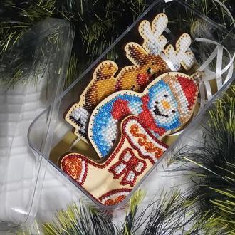 Новогодние игрушки - снеговик, олень, сапожок