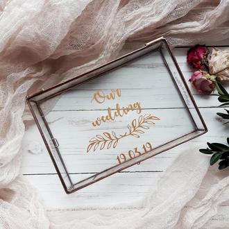Стеклянная шкатулка для фото с виниловыми надписями.