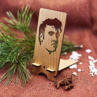 """Подставка под мобильный телефон из натурального дерева """"Элвис Пресли"""""""