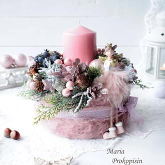 Новогодний подсвечник в розовом цвете с ангелом.