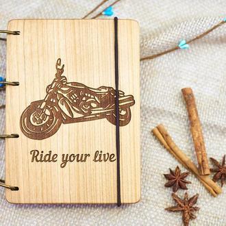 """Блокнот """"Мотоцикл"""" из натурального дерева на кольцах А6"""