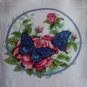 Вышивка крестом. Мулине. 09-3 Бабочки и розы. Работа без рамки.