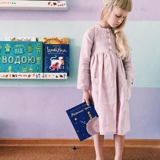 Льняное платье с пуговками спереди, разнообразная цветовая палитра льна