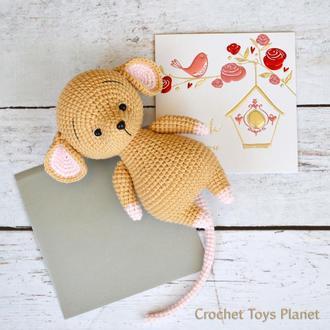 В'язана іграшка мишка пісочного кольору, вязаная мышка, вязаная игрушка