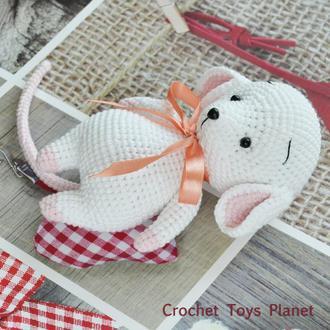 Мышка белая, вязаная крючком игрушка