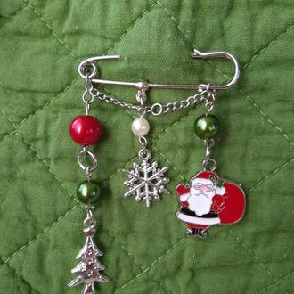 Рождественская брошь-булавка