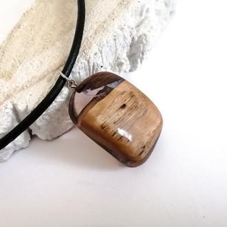 Деревянный кулон  с ювелирной смолой  на кожаном шнуре  - подарок девушке