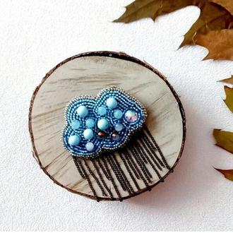 Вышитая брошь Голубая тучка Брошь с бисера Брошь на пальто Брошь с бусинами и кристаллами Подарок